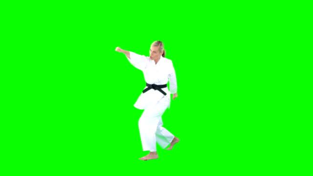 dövüş sanatları uygulamak sporcumuz - karate stok videoları ve detay görüntü çekimi