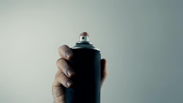 spraypaint auf dem bildschirm pov, industrie, kunst, vandalismus konzept - künstlerischer beruf stock-videos und b-roll-filmmaterial