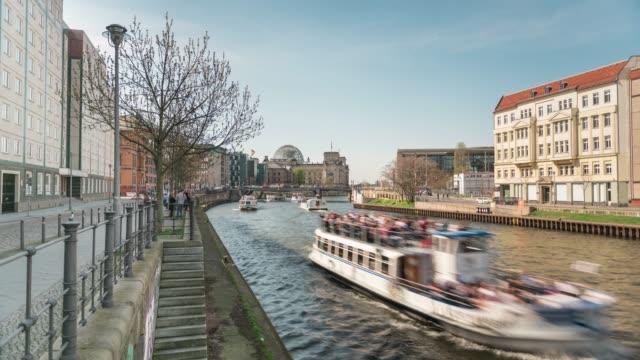 Spree river in Berlin видео