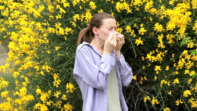 spring allergy on flowering video
