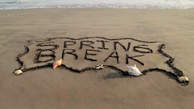 spring break banner gelöscht von ocean (hd - spring break stock-videos und b-roll-filmmaterial
