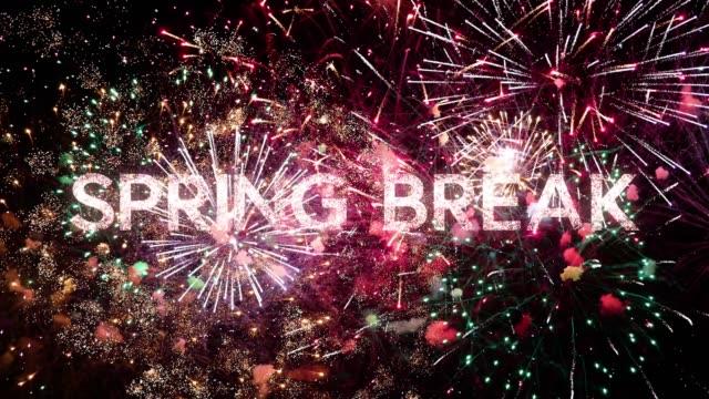 frühlingspausenbotschaft mit schönem feuerwerk am schwarzen nachthimmel, typografie-design - veranstaltungskonzept - spring break stock-videos und b-roll-filmmaterial