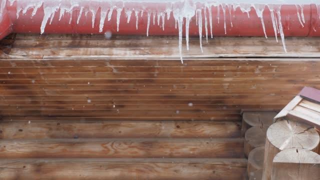 våren droppar, istappar - icicle bildbanksvideor och videomaterial från bakom kulisserna