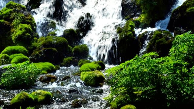 來自約泰山的泉水 - 非都市風光 個影片檔及 b 捲影像