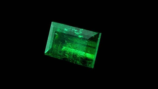 vídeos de stock, filmes e b-roll de pedra preciosa quadrada, esmeralda colombiana para joias - esmeralda
