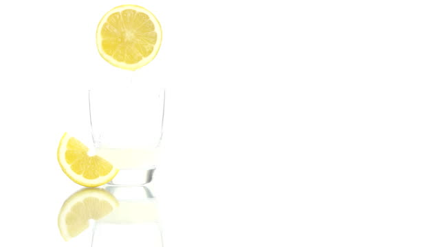 squeezed lemon juice poured into the glass video