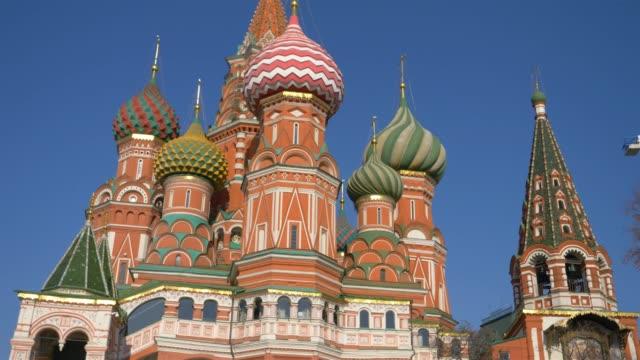 st. basil ' s cathedral med blå himmel bakgrund i röda torget moscow kremlin, ryssland. - röda torget bildbanksvideor och videomaterial från bakom kulisserna