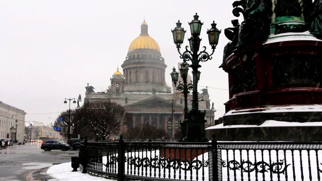 st. isaac's cathedral during snowfall - isakskatedralen bildbanksvideor och videomaterial från bakom kulisserna