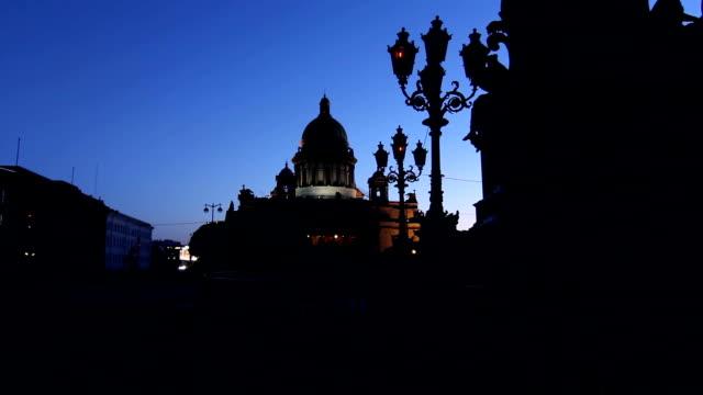 st. isaac's cathedral. the inclusion of lighting at night - isakskatedralen bildbanksvideor och videomaterial från bakom kulisserna