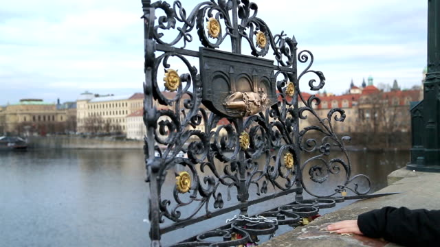 St Jan Nepomucky on Charles Bridge video