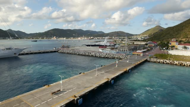 st maarten dock, caraibi - philipsburg saint martin olandese video stock e b–roll