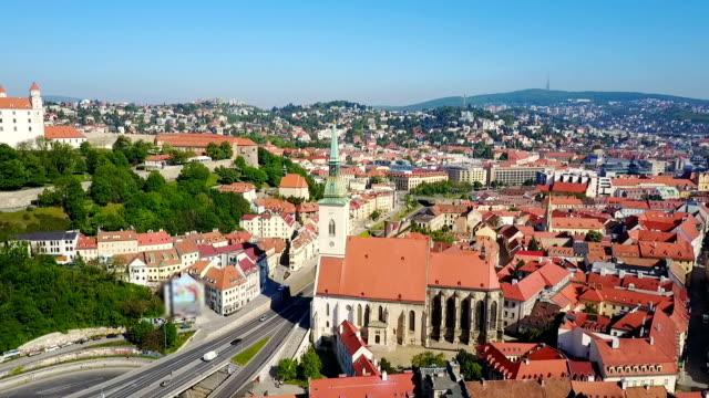 kathedrale des heiligen martin, bratislava - slowakei stock-videos und b-roll-filmmaterial