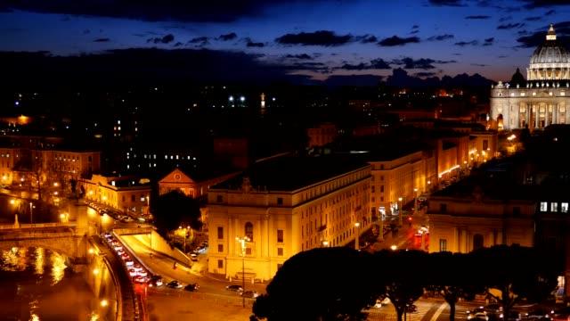 basilica di san pietro, città del vaticano.   roma, italia.   dopo il tramonto vista - peter the apostle video stock e b–roll