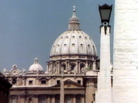 St. Peter's Basilica, zoom out video