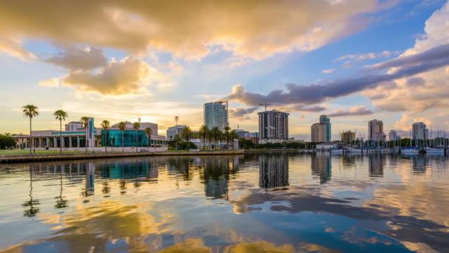 st. petersburg, florida, usa skyline - strandnära bildbanksvideor och videomaterial från bakom kulisserna