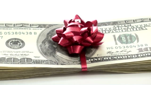 куча денег с бантом увеличить-hd - dollar bill стоковые видео и кадры b-roll