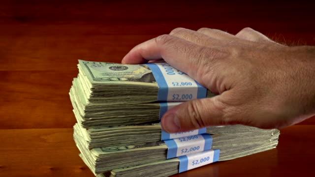 vídeos de stock e filmes b-roll de pilha de dinheiro - corruption