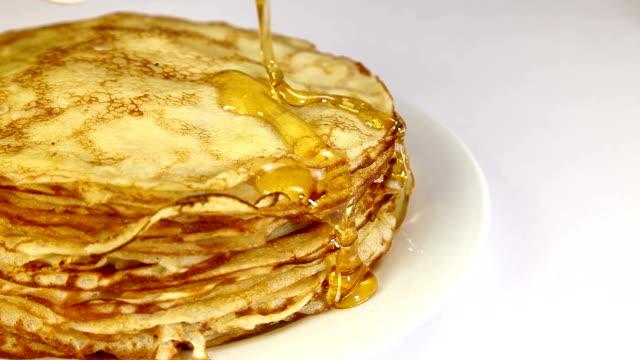 stack of pancakes - crepes bildbanksvideor och videomaterial från bakom kulisserna