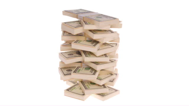pile di banconote da 100 dollari su sfondo bianco. - catasta video stock e b–roll