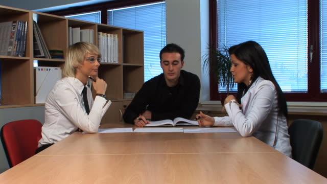 hd :スタッフの会議 - 対面点の映像素材/bロール