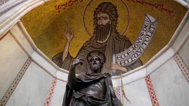 シチリア島パレルモの大聖堂のステンド グラスの天井 - モンレアーレ点の映像素材/bロール