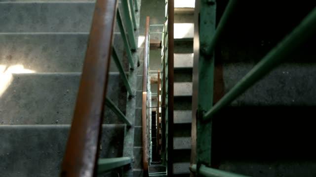 入り口の階段。トップ ビューのクローズ アップ。 - ステップ点の映像素材/bロール