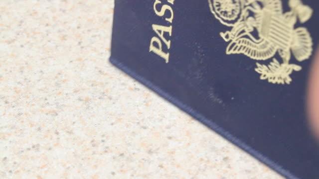 スタンピング、パスポート ビデオ