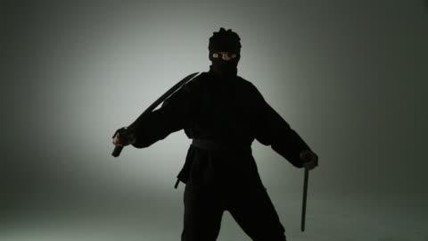 vidéos et rushes de tueur debout - arts martiaux