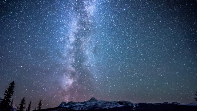 star over snow mountain on icefield parkway canada - cielo stellato video stock e b–roll