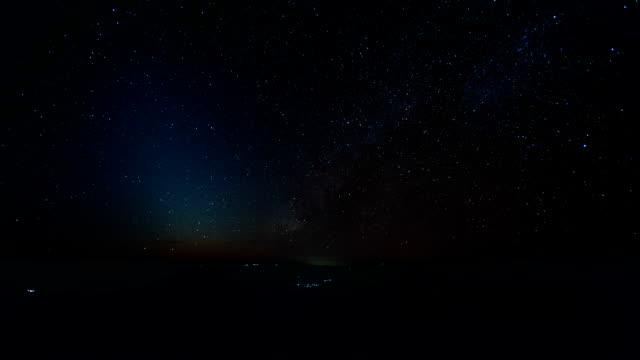stjärniga tidsfördröjning, vintergatan på natten, chiang dao berget i thailand - nightsky bildbanksvideor och videomaterial från bakom kulisserna