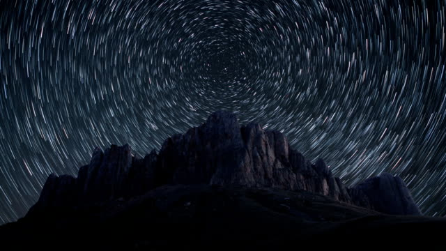 vídeos y material grabado en eventos de stock de time-lapse estrellas senderos. - estrella del norte
