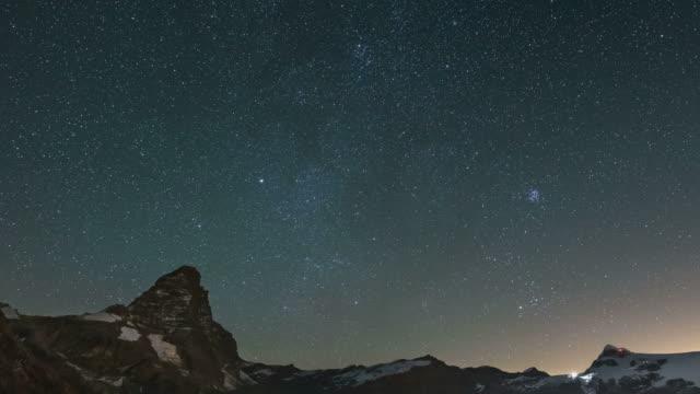 vidéos et rushes de ciel étoilé sur le cervin, time-lapse - ciel etoile