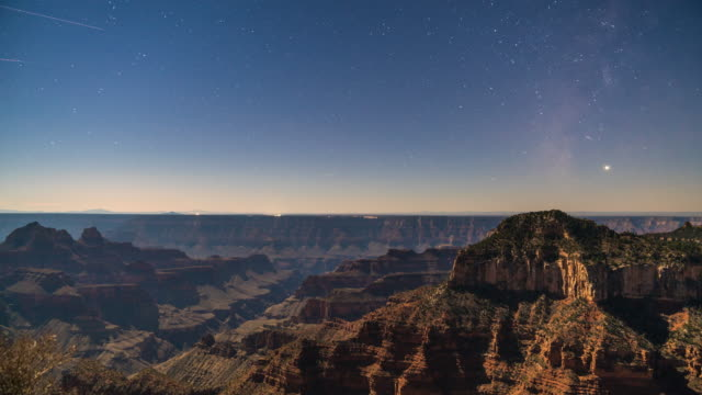 stars und flugzeuge über den grand canyon - grand canyon stock-videos und b-roll-filmmaterial