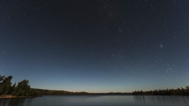 stars moving over a remote lake - nord video stock e b–roll