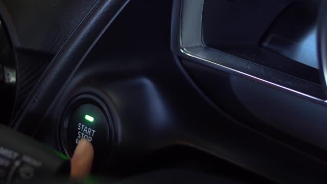 vídeos de stock, filmes e b-roll de começar o carro - inauguração