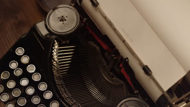 DS Starting a book on an old typewriter video