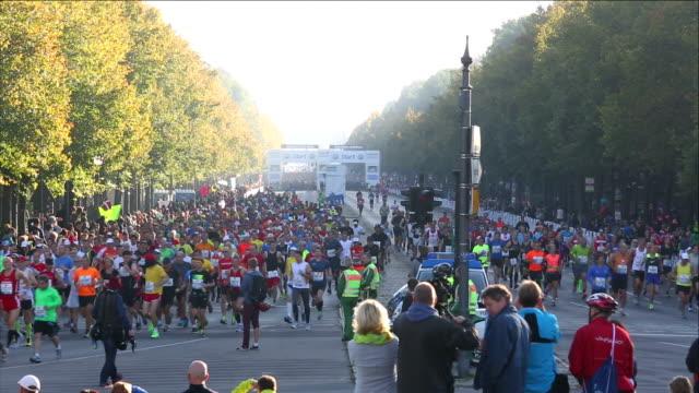 bir maraton berlin'de başlayan - start stok videoları ve detay görüntü çekimi