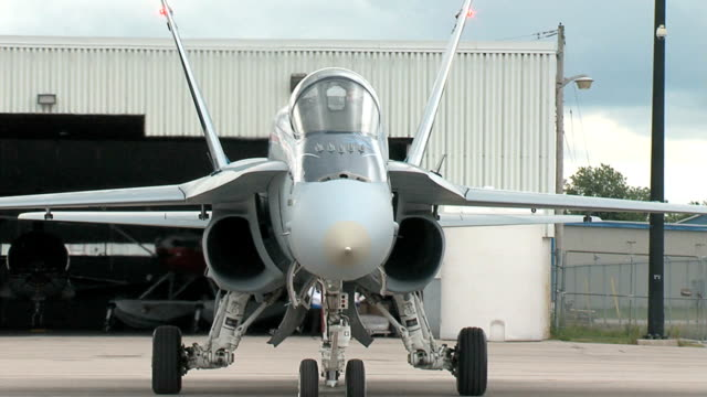 vídeos y material grabado en eventos de stock de f18 comenzar es en taxi y retroceso tomas seq - air force