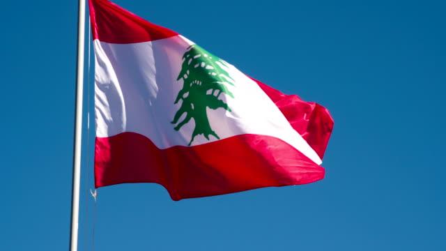 staatsflagge des libanon - beirut stock-videos und b-roll-filmmaterial