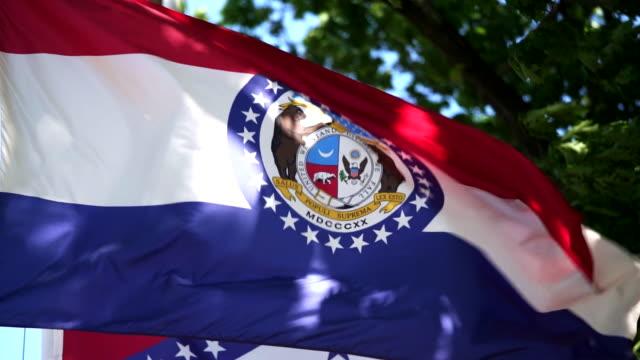 state flag of missouri waving in the breeze - - missouri стоковые видео и кадры b-roll