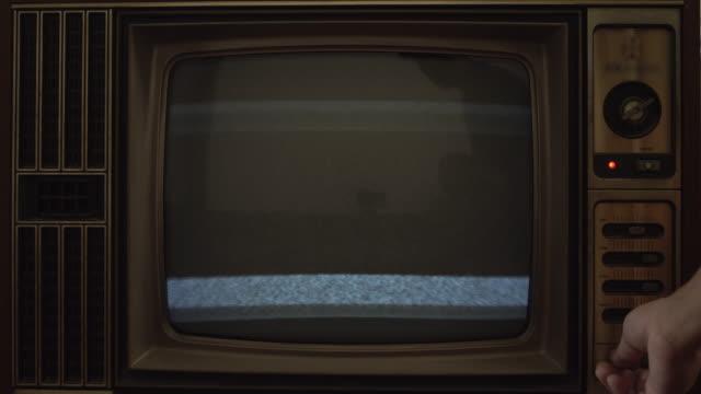 静的なテレビ - 古風点の映像素材/bロール