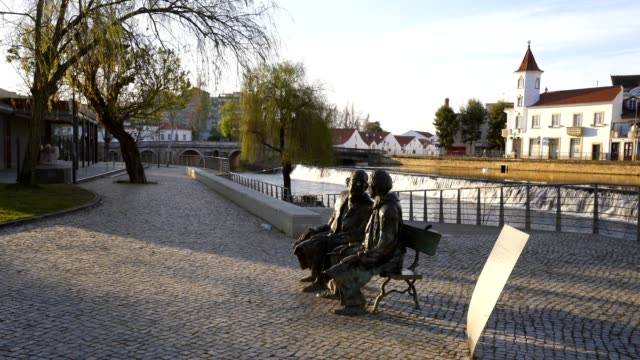statue in garden park in tomar, portugal - jesus christ filmów i materiałów b-roll