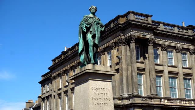 vídeos de stock e filmes b-roll de statue of british king george iv - dia de reis