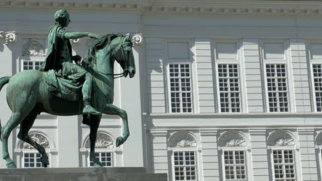 wien i̇mparator joseph ii heykeli - fransa kralı i. fransuva stok videoları ve detay görüntü çekimi
