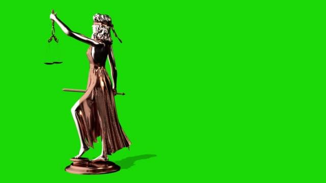 vídeos de stock, filmes e b-roll de estátua de justiça, themis, femida com escalas e uma espada em suas mãos. 3d rendem. tela verde. - gênero humano