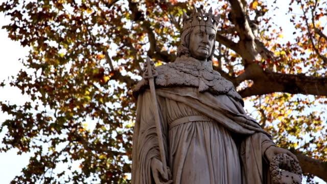 vidéos et rushes de statue de du roi rené sur le cours mirabeau, aix-en-provence, france - aix en provence