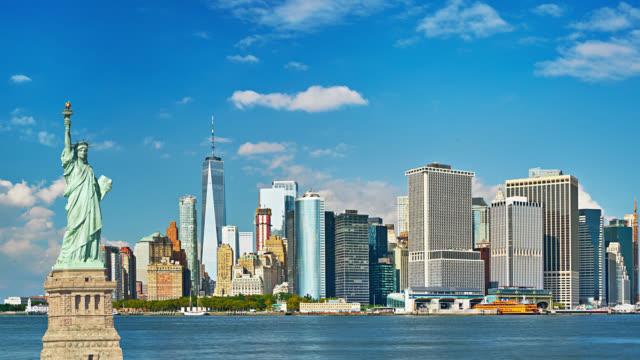 Freiheitsstatue Liberty und Geschäftsviertel Manhattan skyline – Video