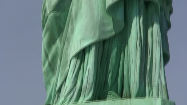 Statue of Liberty Front Panning Base to Face HD1080 video
