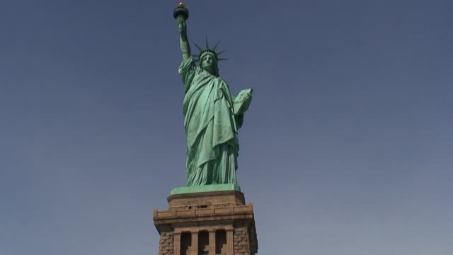 Statue of Liberty Front Panning Bottom to Top HD1080 video