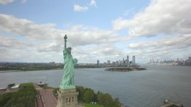自由女神像紐約市空中4k無人機 - 航拍 個影片檔及 b 捲影像